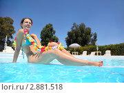 Купить «Девушка отдыхает в бассейне», фото № 2881518, снято 22 июля 2010 г. (c) Losevsky Pavel / Фотобанк Лори