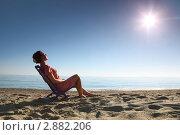 Купить «Женщина в шезлонге на пляже», фото № 2882206, снято 30 июля 2010 г. (c) Losevsky Pavel / Фотобанк Лори
