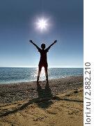 Купить «Девушка и море», фото № 2882210, снято 30 июля 2010 г. (c) Losevsky Pavel / Фотобанк Лори