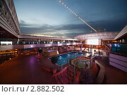 Купить «Плавательный бассейн на палубе Коста Делизиоса. Новейший круизный лайнер в Персидском заливе», фото № 2882502, снято 14 апреля 2010 г. (c) Losevsky Pavel / Фотобанк Лори