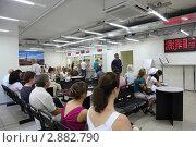 Купить «Люди с итальянском посольстве, очередь на выдачу виз», фото № 2882790, снято 29 июня 2010 г. (c) Losevsky Pavel / Фотобанк Лори