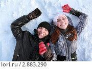 Купить «Парень и девушка лежат на снегу», фото № 2883290, снято 13 февраля 2010 г. (c) Losevsky Pavel / Фотобанк Лори
