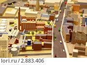 Купить «Архитектурный макет промышленного района с моделями автомобилей», фото № 2883406, снято 8 июня 2010 г. (c) Losevsky Pavel / Фотобанк Лори