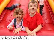 Купить «Мальчик и девочка на надувной горке», фото № 2883418, снято 3 мая 2010 г. (c) Losevsky Pavel / Фотобанк Лори