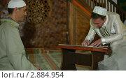 Купить «Свадебная церемония крымских татар в мечети», видеоролик № 2884954, снято 18 октября 2011 г. (c) Владимир Никулин / Фотобанк Лори