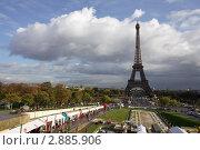 Купить «Эйфелева башня. Париж. Франция», фото № 2885906, снято 7 октября 2011 г. (c) Яна Королёва / Фотобанк Лори