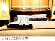 Купить «Два бокала на двуспальной кровати», фото № 2887370, снято 11 сентября 2010 г. (c) Elnur / Фотобанк Лори
