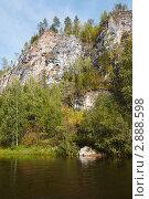 Скала Кушеровский Камень. Северный Урал, река Вишера (2011 год). Редакционное фото, фотограф Павел Спирин / Фотобанк Лори
