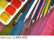 Купить «Акварельные краски  и цветные карандаши», фото № 2889458, снято 25 сентября 2011 г. (c) Сергей Белов / Фотобанк Лори