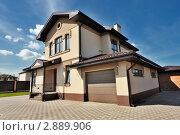 Купить «Двухэтажный коттедж», фото № 2889906, снято 14 мая 2011 г. (c) Илья Лиманов / Фотобанк Лори