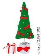 Декоративная  новогодняя елка в горшке и подарок. Стоковое фото, фотограф Иван Коваленко / Фотобанк Лори