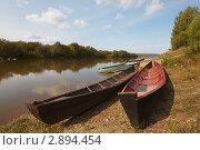 Лодки на берегу реки. Стоковое фото, фотограф Павел Спирин / Фотобанк Лори