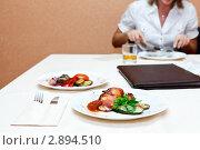 Купить «В ресторане», фото № 2894510, снято 16 сентября 2011 г. (c) Кекяляйнен Андрей / Фотобанк Лори