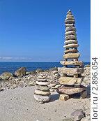 Купить «Пирамиды из камней на черноморском пляже», фото № 2896054, снято 14 сентября 2011 г. (c) Владимир Сергеев / Фотобанк Лори