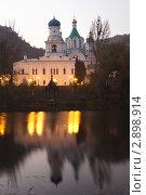 Купить «Святогорская Свято-Успенская лавра», фото № 2898914, снято 9 октября 2011 г. (c) Nickolay Khoroshkov / Фотобанк Лори