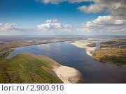 Вид сверху на большую равнинную реку. Стоковое фото, фотограф Владимир Мельников / Фотобанк Лори