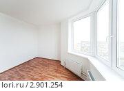Купить «Пустая комната с окном», фото № 2901254, снято 29 сентября 2011 г. (c) Дмитрий Кутлаев / Фотобанк Лори