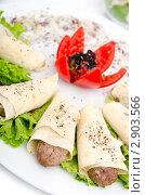 Купить «Мясной кебаб в тонком лаваше», фото № 2903566, снято 13 августа 2011 г. (c) Elnur / Фотобанк Лори