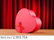 Купить «Подарочная коробка в форме сердца», фото № 2903754, снято 15 сентября 2011 г. (c) Elnur / Фотобанк Лори