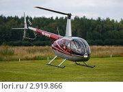 Купить «Легкий вертолет Robinson R-44», фото № 2919866, снято 13 августа 2011 г. (c) Пьянков Александр / Фотобанк Лори