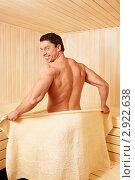 Купить «Мускулистый мужчина в сауне», фото № 2922638, снято 23 августа 2011 г. (c) Raev Denis / Фотобанк Лори