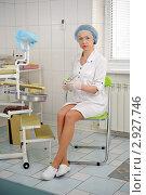 Купить «Медицинская сестра сидит на стуле в кабинете», фото № 2927746, снято 9 января 2011 г. (c) bashta / Фотобанк Лори