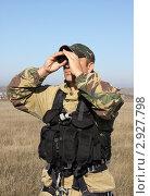 Купить «Военный смотрит в бинокль», эксклюзивное фото № 2927798, снято 14 октября 2011 г. (c) Free Wind / Фотобанк Лори