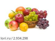 Купить «Натюрморт из различных фруктов», фото № 2934298, снято 4 ноября 2011 г. (c) Ласточкин Евгений / Фотобанк Лори