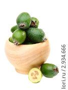 Купить «Плоды фейхоа в деревянной чашке», фото № 2934666, снято 4 ноября 2011 г. (c) Марина Сапрунова / Фотобанк Лори