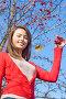 Улыбающаяся девушка с ягодами боярышника, эксклюзивное фото № 2937122, снято 7 ноября 2011 г. (c) Майя Крученкова / Фотобанк Лори