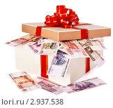 Купить «Подарочная коробка с деньгами», фото № 2937538, снято 14 декабря 2018 г. (c) Gennadiy Poznyakov / Фотобанк Лори
