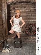Купить «Молодая женщина в ковбойской шляпе со старым бочонком», фото № 2944990, снято 10 апреля 2011 г. (c) Сергей Дубров / Фотобанк Лори