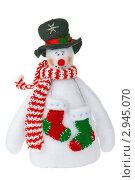 Мягкая игрушка снеговик на белом фоне. Стоковое фото, фотограф Иван Коваленко / Фотобанк Лори
