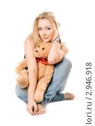 Купить «Девушка с плюшевым медведем», фото № 2946918, снято 6 января 2010 г. (c) Сергей Сухоруков / Фотобанк Лори