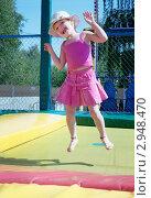 Купить «Девочка на батуте в парке», фото № 2948470, снято 12 июля 2011 г. (c) Александр Романов / Фотобанк Лори