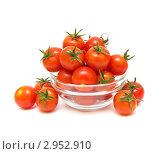 Купить «Много томатов-черри в прозрачной миске. Изолировано на белом фоне», фото № 2952910, снято 15 ноября 2011 г. (c) Ласточкин Евгений / Фотобанк Лори