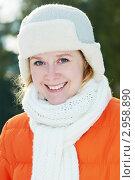 Счастливая голубоглазая девушка в зимней одежде. Портрет, фото № 2958890, снято 23 июня 2017 г. (c) Дмитрий Калиновский / Фотобанк Лори