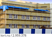 Купить «Утепление фасада здания минеральной ватой», фото № 2959378, снято 4 ноября 2011 г. (c) Сергей Трофименко / Фотобанк Лори