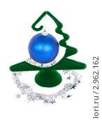 Купить «Новогоднее украшение в виде елки на белом фоне», фото № 2962162, снято 20 мая 2019 г. (c) Гараев Александр / Фотобанк Лори