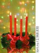 Купить «Четыре красные горящие свечи на рождественском венке с бантом», фото № 2968830, снято 17 декабря 2007 г. (c) Литова Наталья / Фотобанк Лори