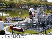 Ремонт миниатюрного порта (Римини) (2011 год). Редакционное фото, фотограф Людмила Жукова / Фотобанк Лори