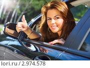 Купить «Счастливая девушка за рулём автомобиля показывает жест OK», фото № 2974578, снято 7 июля 2010 г. (c) chaoss / Фотобанк Лори