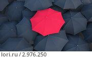 Купить «В серой массе. Красный зонт среди черных зонтов», иллюстрация № 2976250 (c) Андрей Соколов / Фотобанк Лори