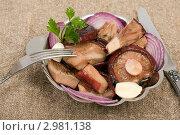 Купить «Грибы соленые грузди черные», фото № 2981138, снято 26 ноября 2011 г. (c) Сергей Колесников / Фотобанк Лори