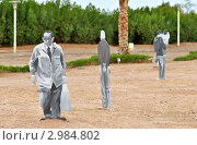 Фигуры людей из фанеры (2010 год). Редакционное фото, фотограф Беляева Елена / Фотобанк Лори