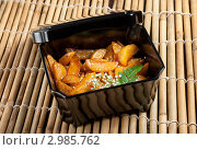 Купить «Гарнир из картофеля, жаренного ломтиками в японском стиле», фото № 2985762, снято 19 ноября 2011 г. (c) Александр Fanfo / Фотобанк Лори