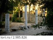 Античные мраморные колонны, Херсонес, Украина. Стоковое фото, фотограф Svetlana Yudina / Фотобанк Лори
