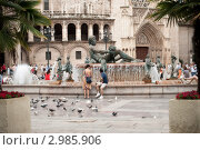 Фонтан на площади Девы марии в Валенсии (2009 год). Стоковое фото, фотограф Svetlana Yudina / Фотобанк Лори