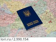 Украинский заграничный паспорт на фоне карты. Стоковое фото, фотограф Кутдусова Марина / Фотобанк Лори