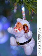 Купить «Игрушка Санта-Клаус на новогодней ёлке», фото № 2999702, снято 3 января 2011 г. (c) Сычёва Виктория / Фотобанк Лори